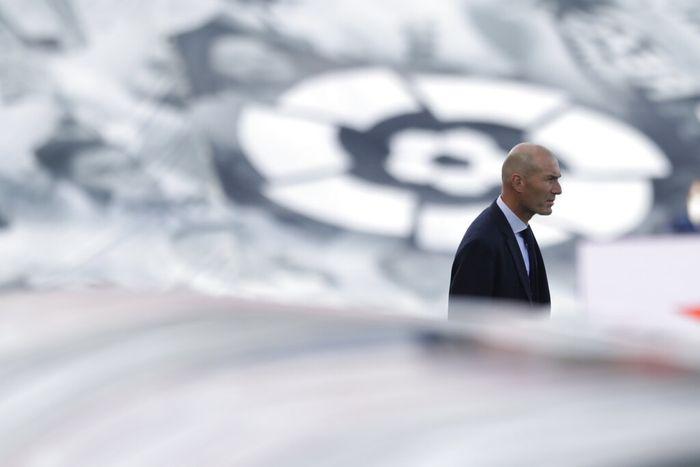 Real Madrids head coach Zinedine Zidane looks on at the start of the Spanish La Liga soccer match between Real Madrid and Eibar at Alfredo di Stefano stadium in Madrid, Spain, Sunday, June 14, 2020. (AP Photo/Bernat Armangue)