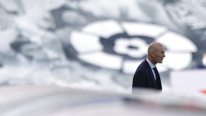 Real Madrids head coach Zinedine Zidane looks on at the start of the Spanish La Liga soccer match between Real Madrid and Eibar at Alfredo di Stefano stadium in Madrid, Spain, Sunday, June 14, 2020. (AP Photo/Bernat Armangue)
