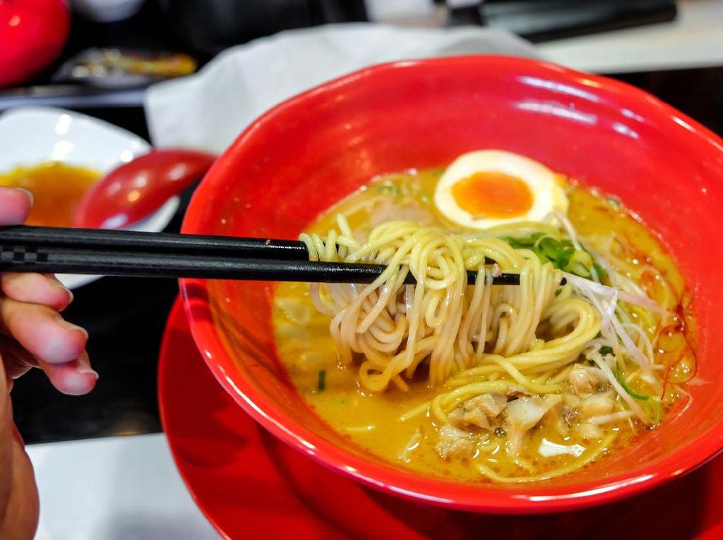 Foodies Banyak Berburu Ramen, Begini Cara Benar Makan Ramen Jepang