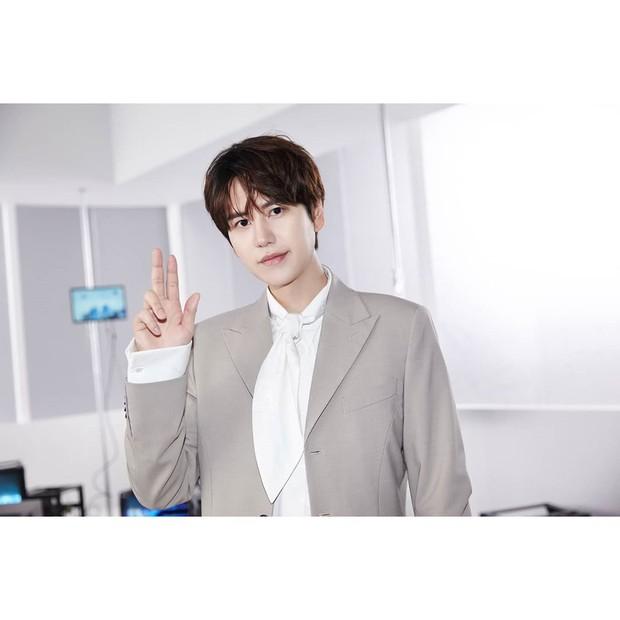 Kyuhyun dikenal salah satu idol yang tampan dan juga cerdas.