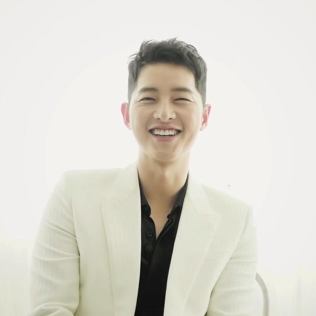 Song Joong Ki lulusan Sungkyunkwan University di bidang Administrasi Bisnis.