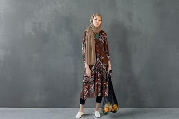 Dress tiga perempat juga dapat dikreasikan seperti rok tiga perempat untuk style feminine yang lebih manis.