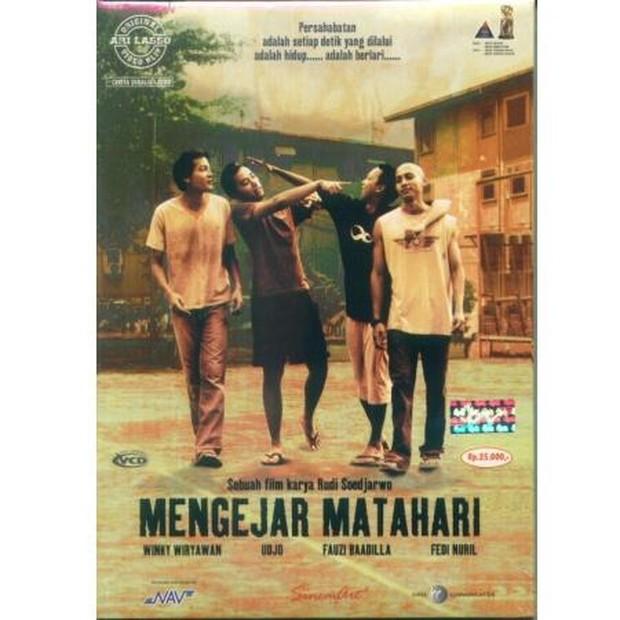 Mengejar Matahari filmyang dirilis tahun 2004 dan dibintangi oleh Wingky Wiryawan, Fedi Nuril, Fauzi Baadilla, Udjo Project Pop.