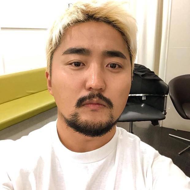 Yoo Byung Jae berkuliah di Sogang University dalam bidang jurnalisme dan penyiaran.