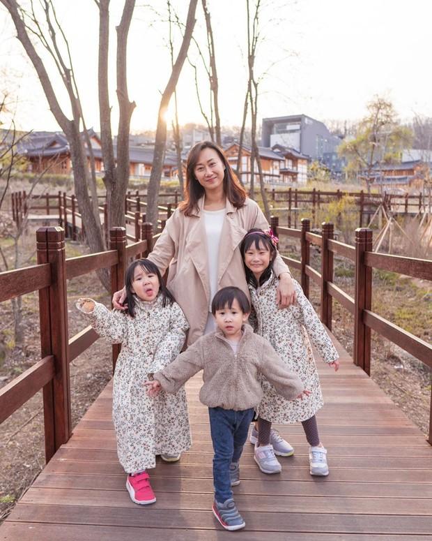 Potret Mama Gina dan ketiga buah hatinya yang blasteran Korea