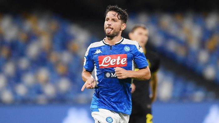 NAPLES, ITALY - JUNE 13: Dries Mertens of SSC Napoli celebrates after scoring the 1-1 goal during the Coppa Italia Semi-Final Second Leg match between SSC Napoli and FC Internazionale at Stadio San Paolo on June 13, 2020 in Naples, Italy. (Photo by Francesco Pecoraro/Getty Images)