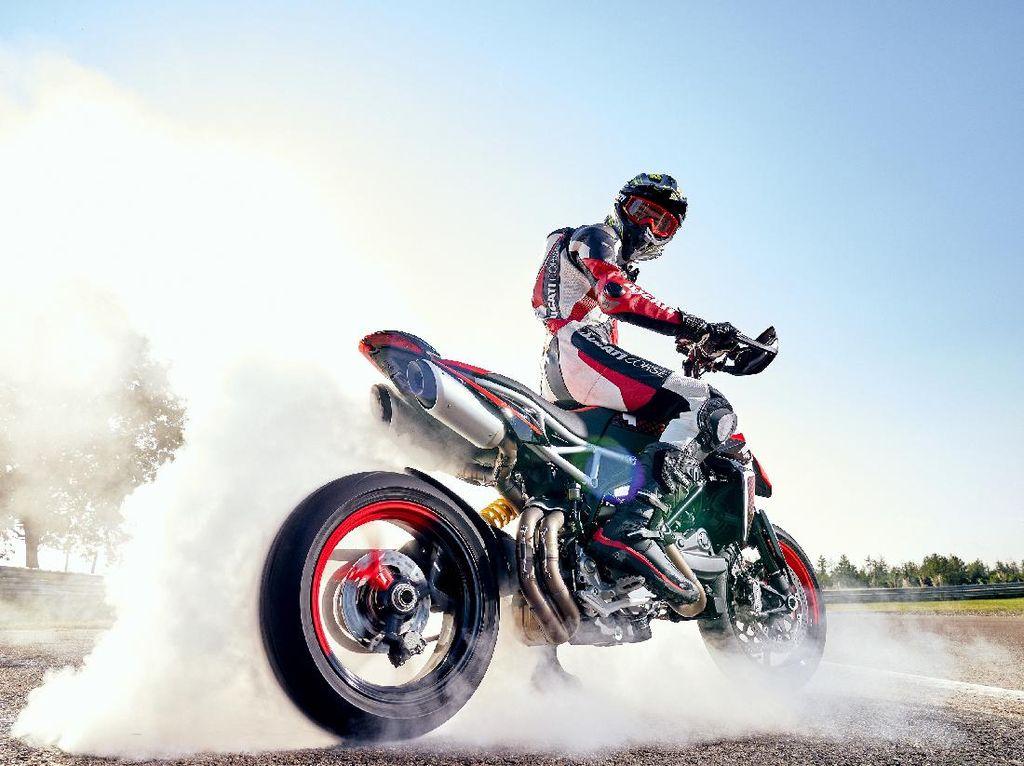 Gaharnya Ducati Hypermotard 950 RVE dengan Grafis Baru