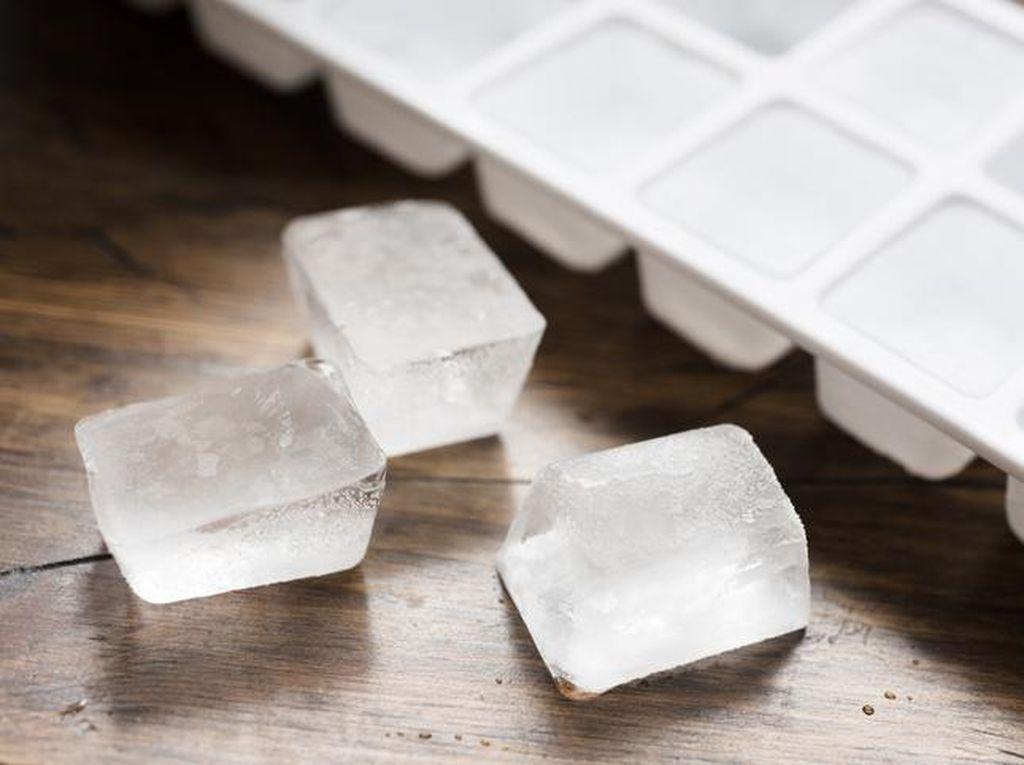 Trik Bikin Es Batu dalam Satu Menit Ini Viral di TikTok, Mau Coba?
