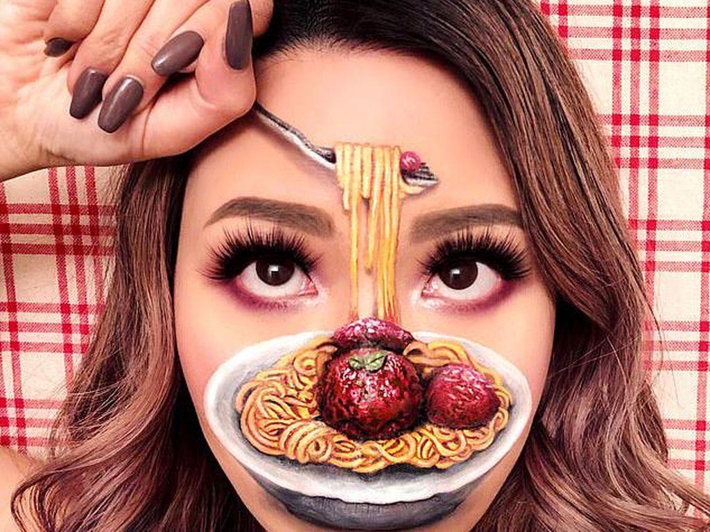 Jago Make-up, Wanita Ini Ubah Wajahnya Jadi Makanan Keren