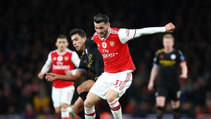 LONDON, ENGLAND - DECEMBER 15: Sead Kolasinac of Arsenal is challenged by Rodrigo of Manchester City during the Premier League match between Arsenal FC and Manchester City at Emirates Stadium on December 15, 2019 in London, United Kingdom. (Photo by Julian Finney/Getty Images)