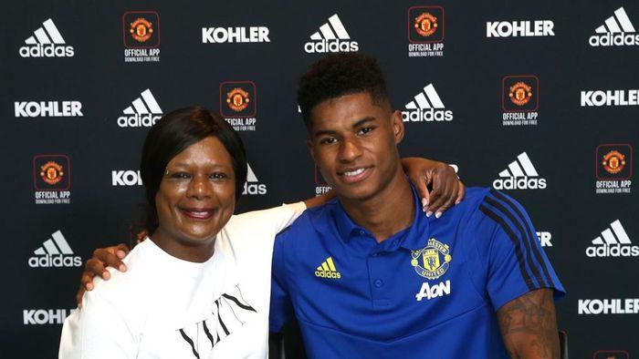 Marcus Rashford bersama ibundanya, Melanie Rashford, di Manchester United.