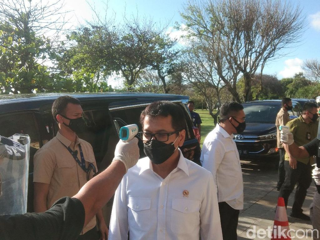 Momen Menteri yang Tertukar Saat Wishnutama Kunker di Bali