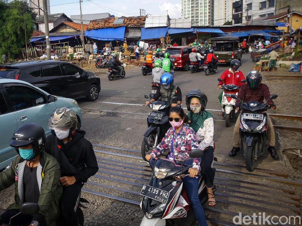 Pengendara Lawan Arah Merajalela di Pasar Kebayoran Lama