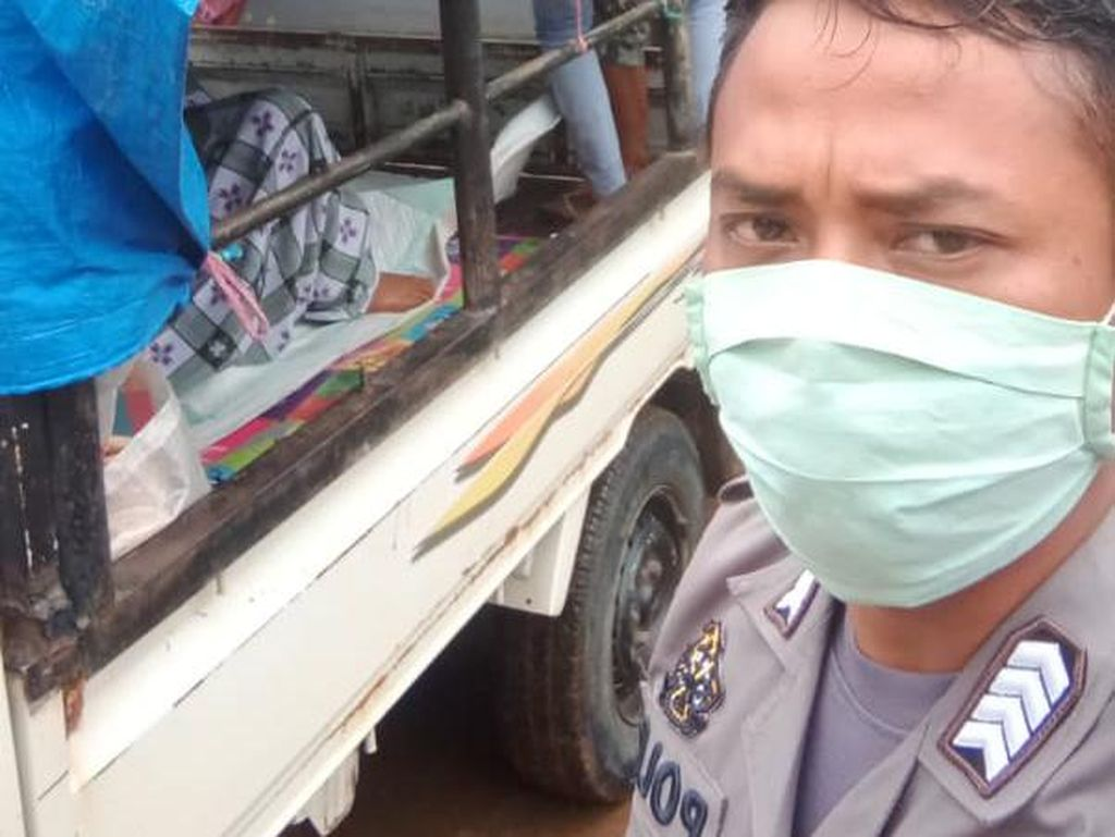 Kisah Polisi di Sulsel Evakuasi Ibu Hamil ke Puskesmas dengan Mobil Pikap