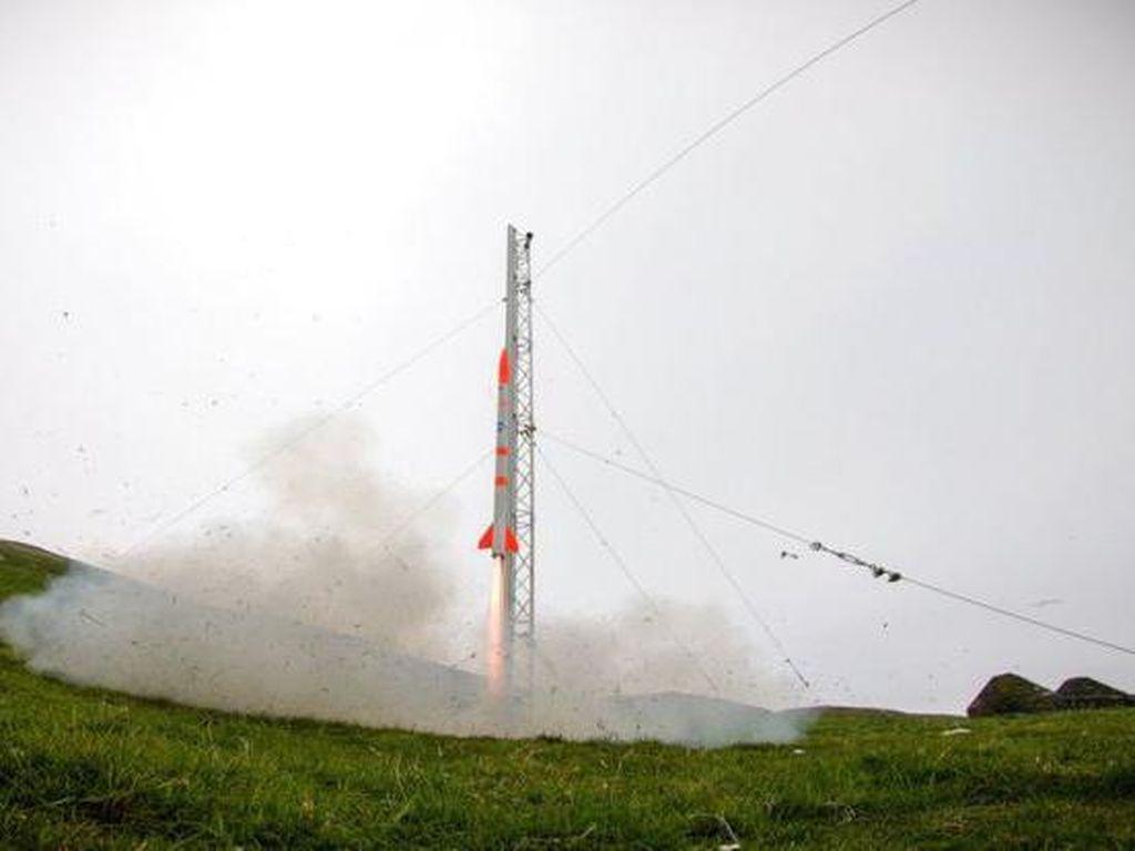 Roket Kecil-kecil Cabai Rawit Milik Startup Ini Sukses Meluncur