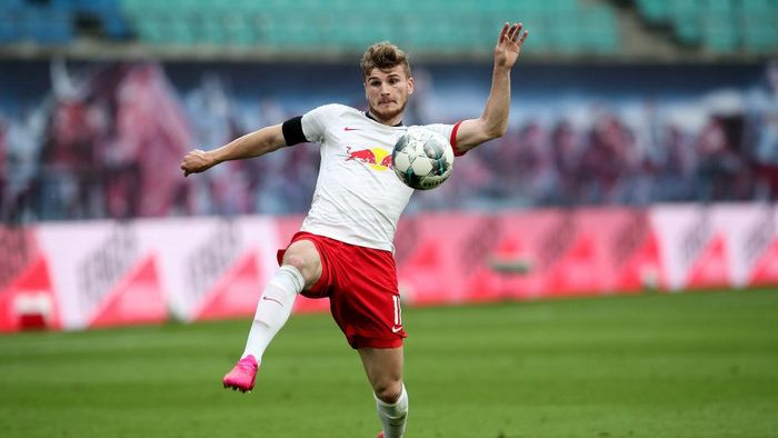 LEIPZIG, GERMANY - MAY 27: Timo Werner of Leipzig runs with the ball during the Bundesliga match between RB Leipzig and Hertha BSC at Red Bull Arena on May 27, 2020 in Leipzig, Germany. The Bundesliga and Second Bundesliga is the first professional league to resume the season after the nationwide lockdown due to the ongoing Coronavirus (COVID-19) pandemic. All matches until the end of the season will be played behind closed doors. (Photo by Alexander Hassenstein/Getty Images)