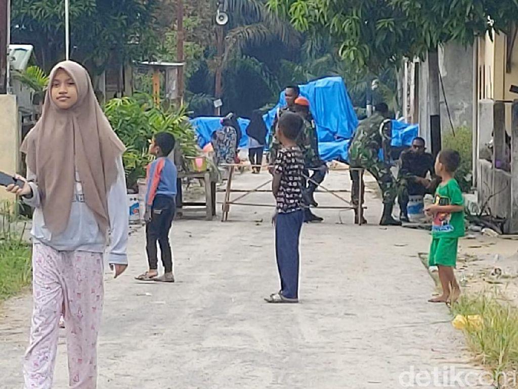 Bangkai Pesawat Tempur TNI AU Hawk 200 di Kampar Ditutup Terpal Biru