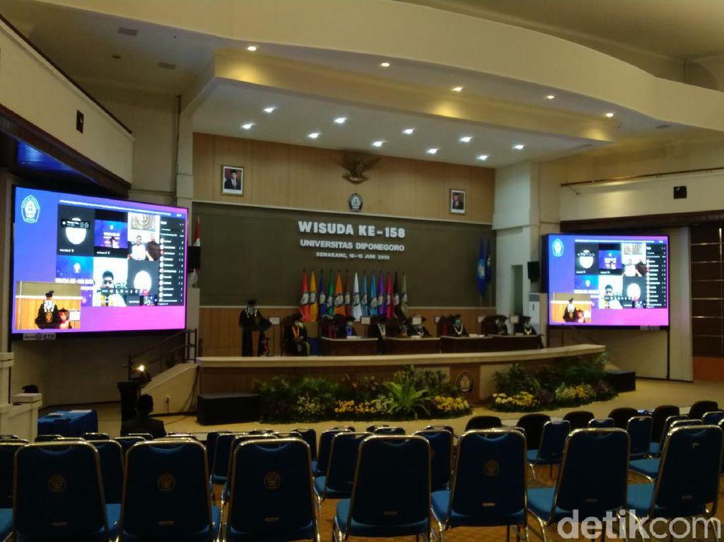 Wisuda Online di Semarang: Toga dan Biaya Konsumsi Dikirim ke Wisudawan