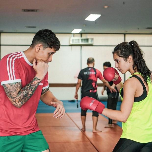 Tak hanya nge-gym, Pevita juga gemar melakukan olahraga tinju untuk melatih kebugaran dan kekuatan otot.