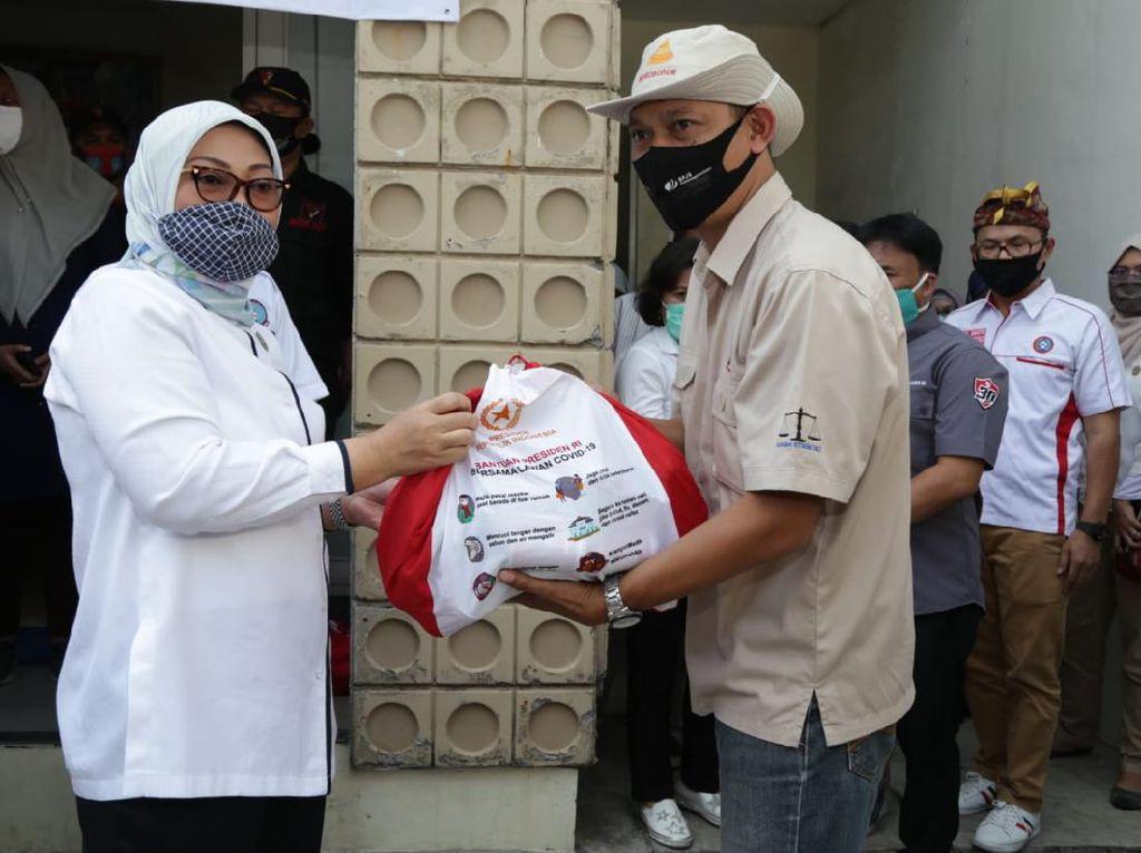 Menaker Salurkan 223.213 Paket Sembako Presiden ke Pekerja Ter-PHK