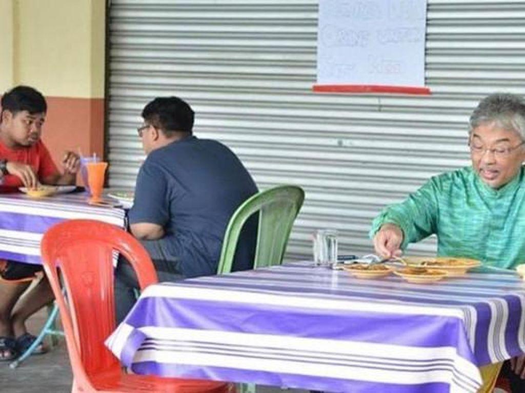 Makan di Kedai dan Warung Tenda, 5 Bukti Kesederhanaan Raja Malaysia