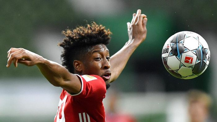 Bayerns Kingsley Coman controls the ball during the German Bundesliga soccer match between Werder Bremen and Bayern Munich in Bremen, Germany, Tuesday, June 16, 2020. Because of the coronavirus outbreak all soccer matches of the German Bundesliga take place without spectators. (AP Photo/Martin Meissner, Pool)