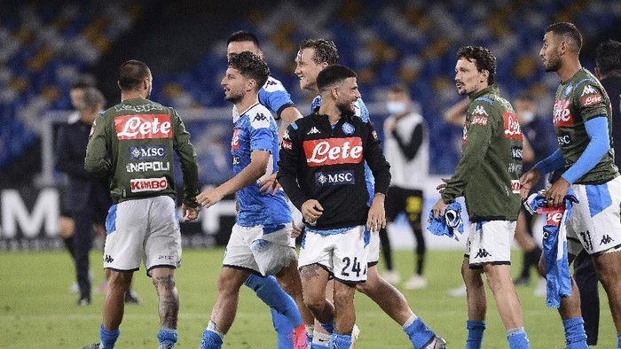 Napoli players celebrate at the end of the Italian Cup second leg semifinal soccer match between Napoli and Inter Milan, at the Naples San Paolo Stadium, Italy, Saturday, June 13, 2020. Napoli advances to the final on a 2-1 aggregate and will play Juventus in Rome Wednesday, June 17. (Cafaro/LaPresse via AP)