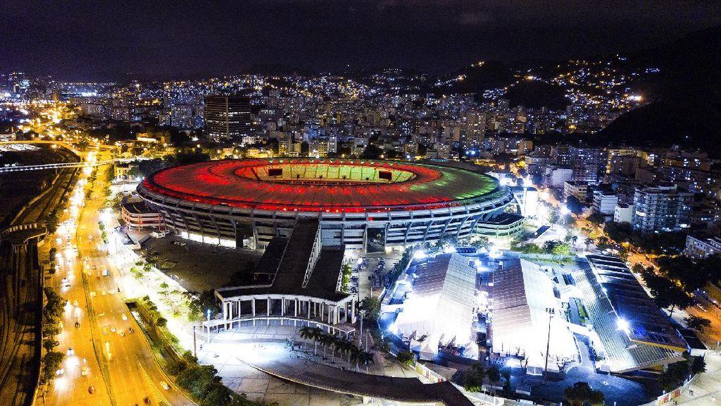 Warna-warni Stadion Maracana Brasil di Hari Jadi ke-70