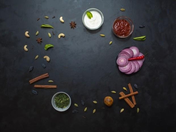 Bahan-bahan untuk sajian nasi biryani banyak menggunakan berbagai rempah.