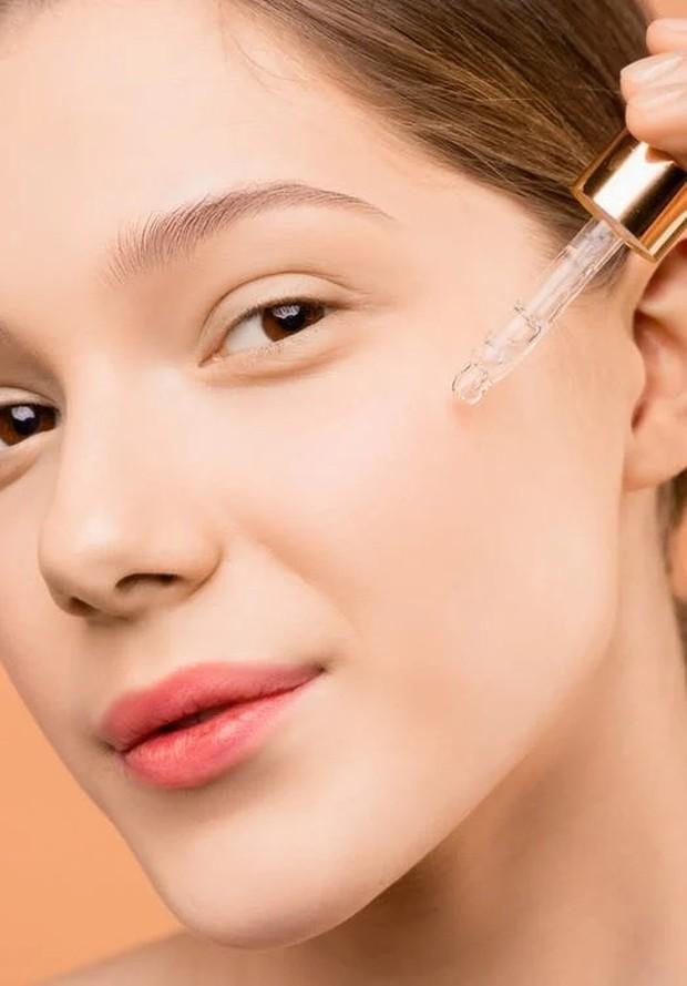 kandungan retinol dalam produk skincare bantu samarkan bintik hitam, mencegah breakouts, mengurangi garis halus dan kerutan.