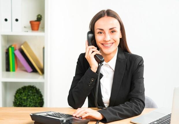 Menggunakan Telepon Kantor untuk Kepentingan Pribadi