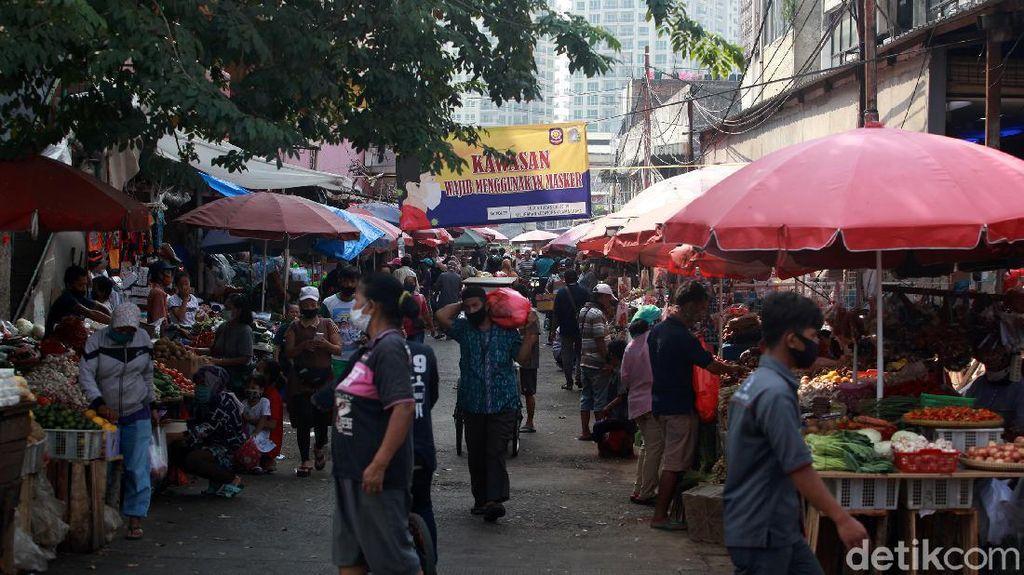 Ada yang Jualan Lho di Pasar Kebayoran Lama, Kok Bisa?