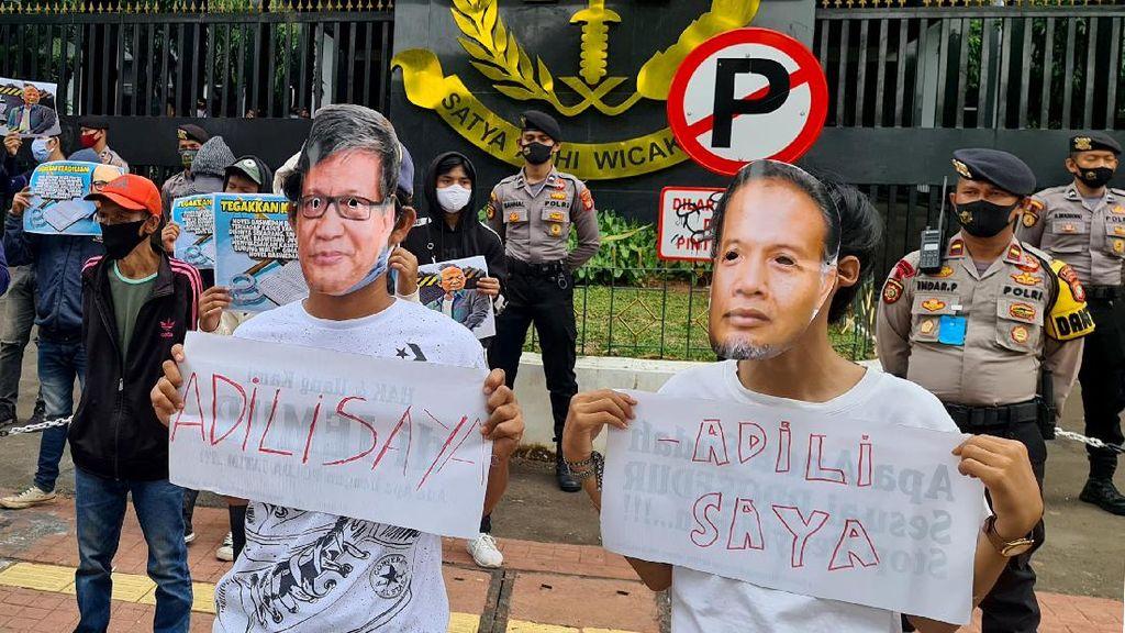 Aksi Kamisan Berpayung Hitam di Depan KPK-Kejagung