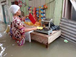 Diguyur Hujan Sejak Semalam, Puluhan Rumah Warga di Medan Terendam Banjir