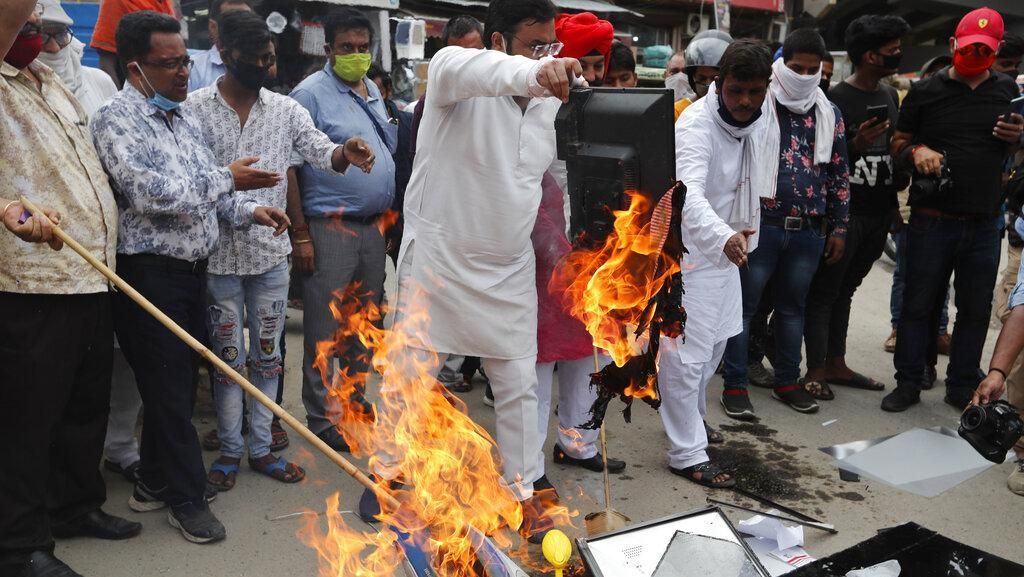 India Bakar dan Boikot Produk China Imbas Pertikaian Militer