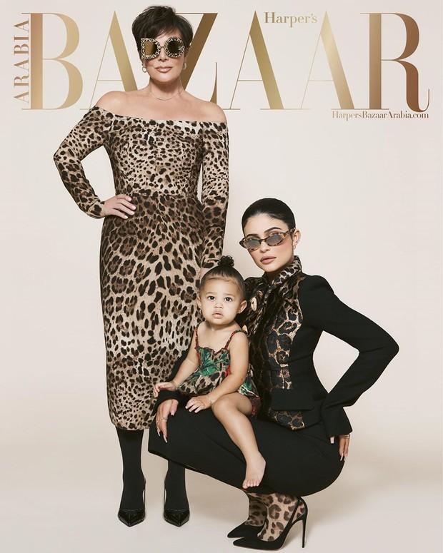 Bersama sang ibu dan neneknya, Stormi menjadi model sampul Harper's Bazaar Arabia untuk edisi Juli/Agustus 2019.