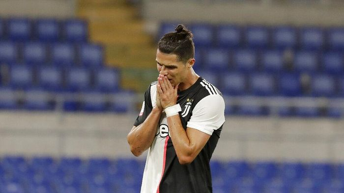 Juventus Cristiano Ronaldo reacts after missing a scoring chance during the Italian Cup soccer final match between Napoli and Juventus, at Romes Olympic Stadium, Wednesday, June 17, 2020. (AP Photo/Andrew Medichini)