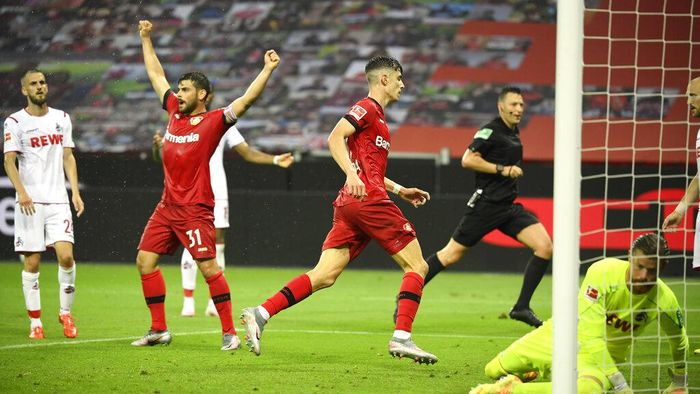 Leverkusens Kai Havertz, center, scores his sides second goal during the German Bundesliga soccer match between Bayer 04 Leverkusen and 1. FC Cologne in Leverkusen, Germany, Wednesday, June 17, 2020. (Ina Fassbender/Pool Photo via AP)