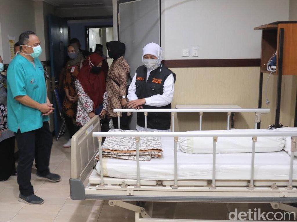 Kunjungi RSSA, Khofifah: Pasien Corona Terlayani yang Non COVID-19 Terproteksi