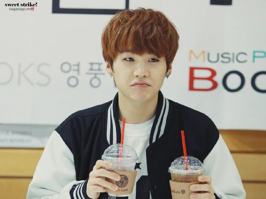 Suga BTS dan Xiumin EXO, 5 Idol Kpop yang Pencinta Berat Kopi