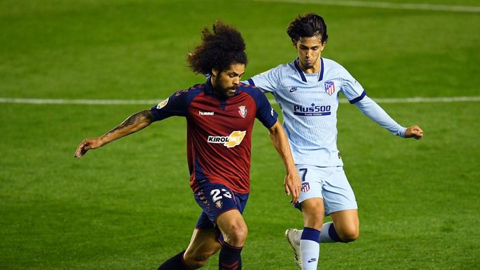 PAMPLONA, SPAIN - JUNE 17:  Joao Felix of Club Atletico de Madrid challenges Aridane Hernández Umpiérrez of CA Osasuna during the Liga match between CA Osasuna and Club Atletico de Madrid at  on June 17, 2020 in Pamplona, Spain. (Photo by David Ramos/Getty Images)