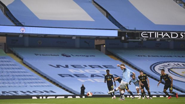 Manchester City's Kevin De Bruyne scores the second goal from the penalty spot during the English Premier League soccer match between Manchester City and Arsenal at the Etihad Stadium in Manchester, England, Wednesday, June 17, 2020. The English Premier League resumes Wednesday after its three-month suspension because of the coronavirus outbreak. (Laurence Griffiths/Pool via AP)