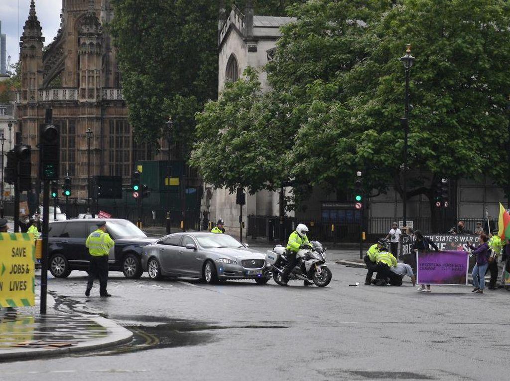 Mobil PM Inggris Boris Johnson Tabrakan Beruntun, Semua Penumpang Selamat