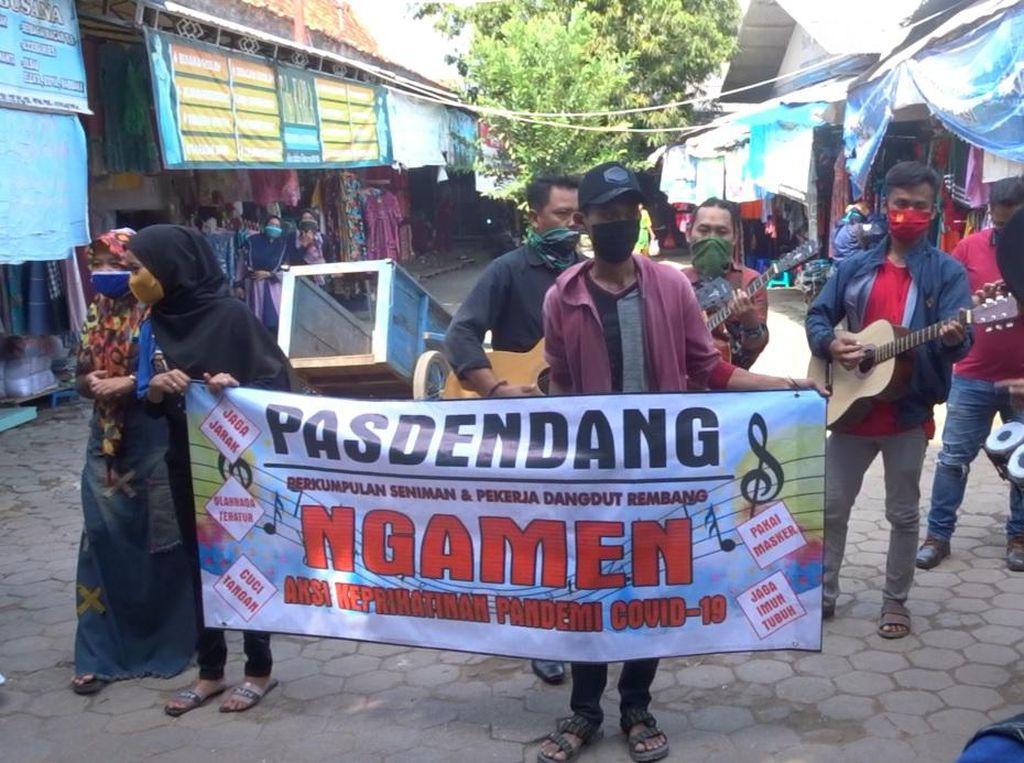 Mata Pencaharian Macet Selama Pandemi, Pedangdut Rembang Ngamen di Jalan