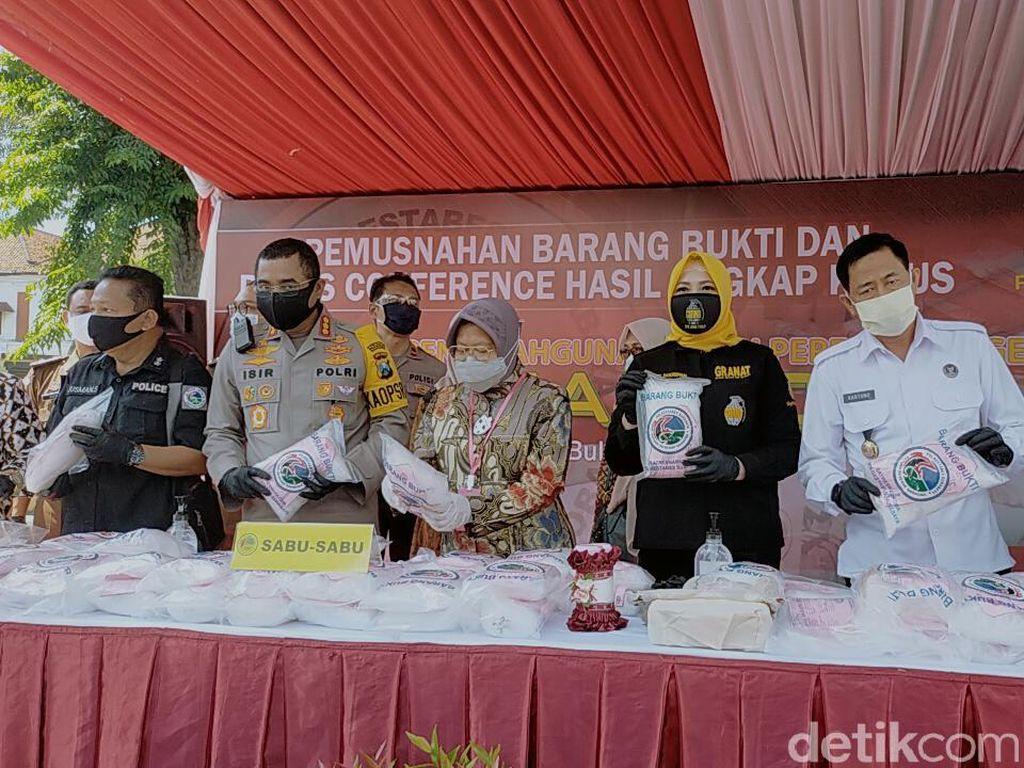 Polisi Surabaya Musnahkan Narkoba Senilai Rp 145 Miliar