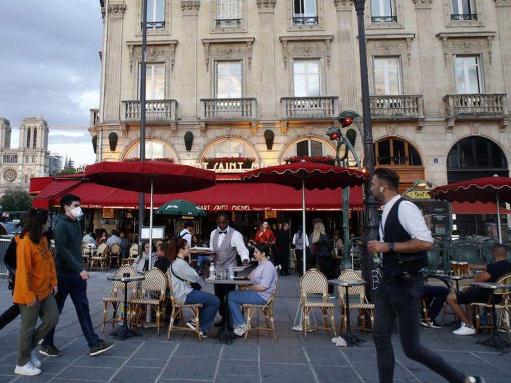 Gembiranya Orang Prancis Bisa Ngopi di Kafe dan Resto