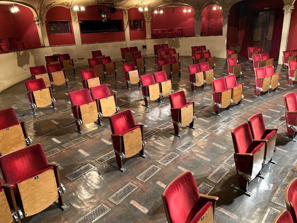 Gedung Teater Berlin ala New Normal, Kursinya Diberi Jarak