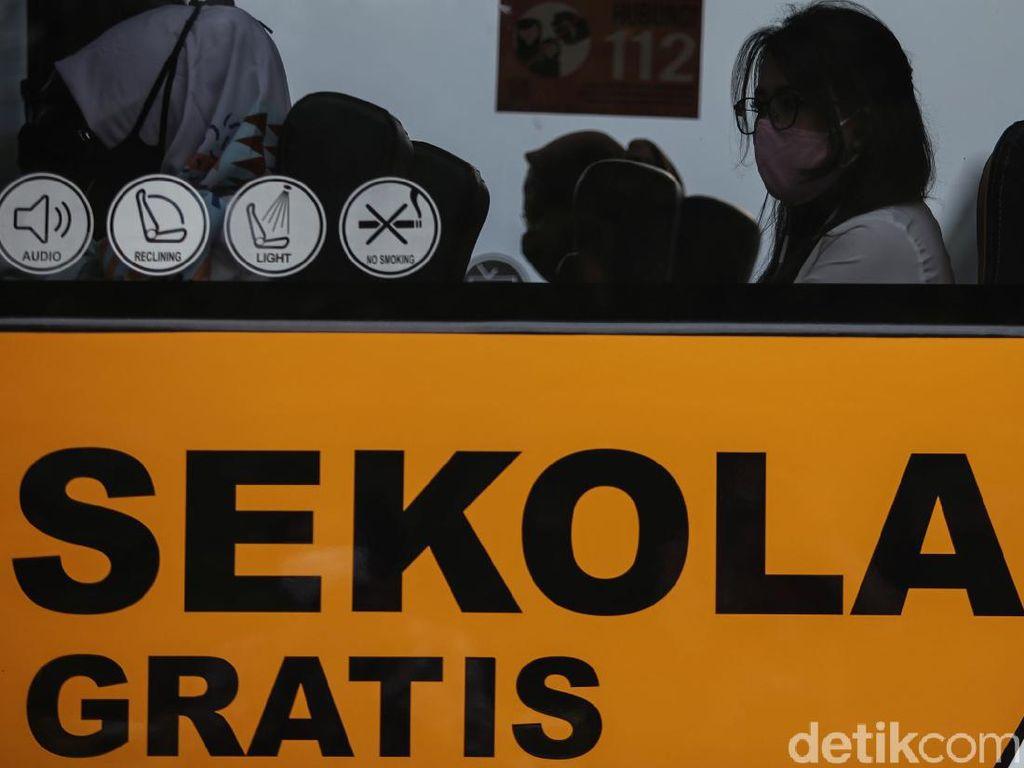 50 Bus Sekolah Diperbantukan Angkut Penumpang KRL