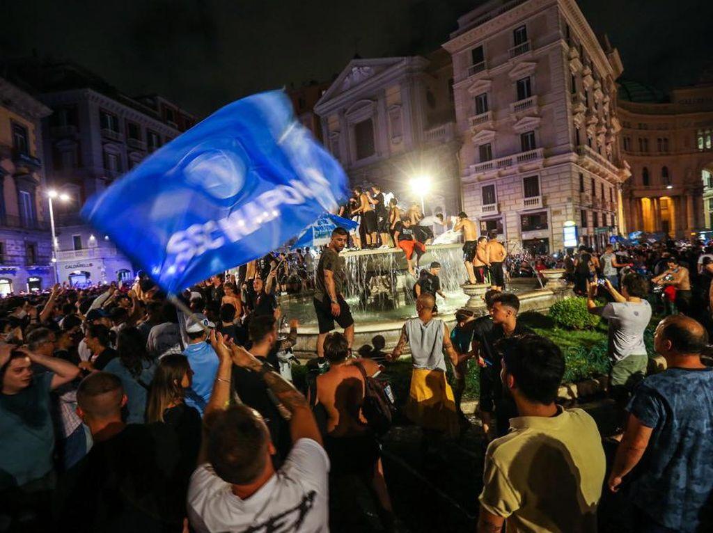 Video Fan Napoli Rayakan Kemenangan di Kala Pandemi Covid-19