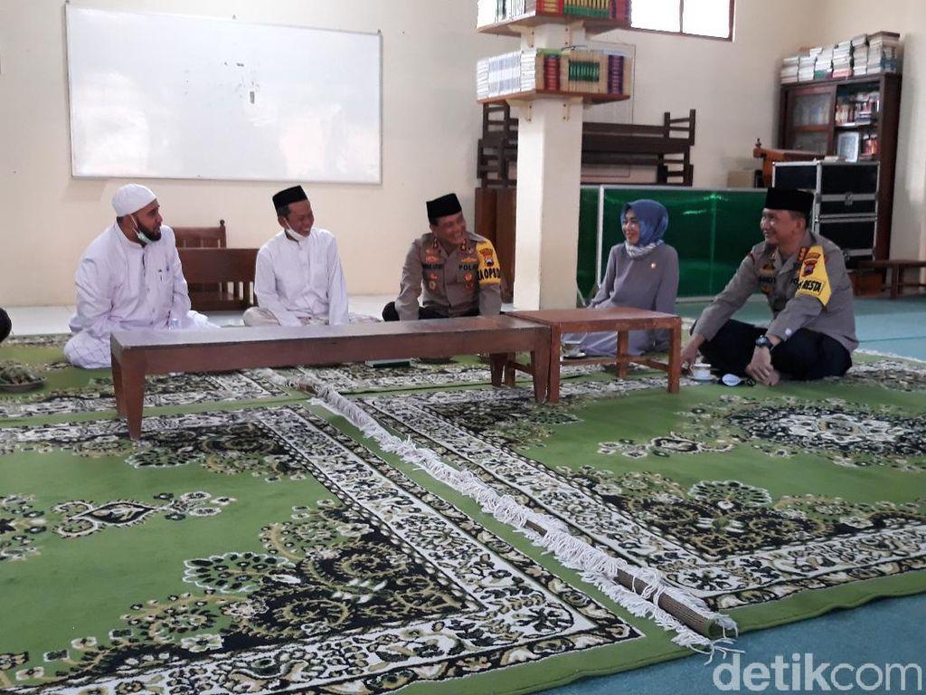 Temui Guru Ngaji Jokowi, Kapolda Jateng Cek New Normal Ponpes